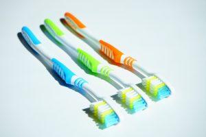 Pleie av tennene gir god tannhelse.