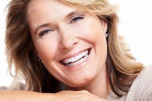 tannproteser - eldre kvinner - fint smil